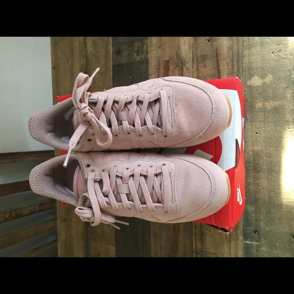 preview of new images of temperament shoes Nike Internationalist SE sz 6.5 Particle Pink